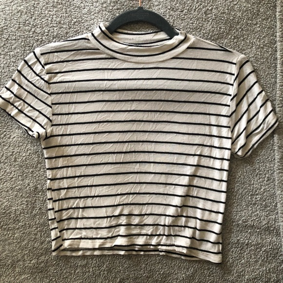 Forever 21 Tops - Striped Cropped T shirt